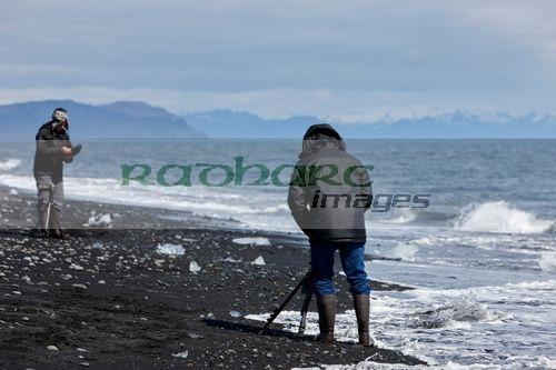 photographers on jokulsarlon beach iceland