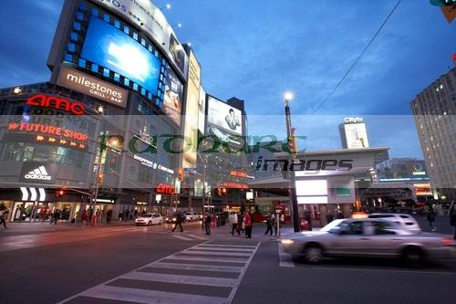 Dundas Yonge Square at the Eaton center