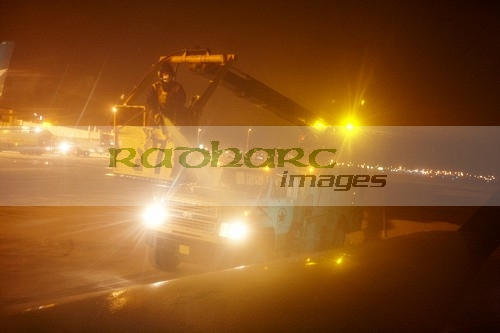 deicing aircraft at night canada