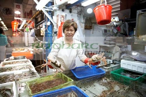 Woman selling live crab at hong kong market