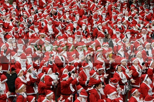 Thousands of santas