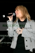BELFAST,-UNITED-KINGDOM-_-NOVEMBER-21:-Liz-McLarnon-performs-at-switch-on-the-Belfast-Christmas-Lights-at-Belfast-City-Hall-on-November-21,-2006-in-Belfast,-Northern-Ireland