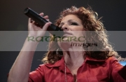 BELFAST,-UNITED-KINGDOM-_-SEPTEMBER-08:-Gloria-Estefan-performs-at-Odyssey-Arena-on-September-8,-2008-in-Belfast,-Northern-Ireland