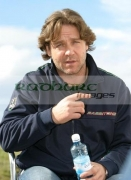 Russell-Crowe-with-bottle-water