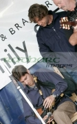 Russell-Crowe-watches-uilleann-pipes-player-on-stage