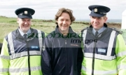 Russell-Crowe-with-two-members-the-Irish-Police-the-Garda-Siochana