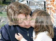 Russell-Crowe-gets-kiss-from-3-year-old-fan-Larissa-Di-Lucia