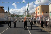 members-the-eire-nua-republican-flute-band-march-down-the-falls-road-on-Easter-Sunday-during-the-Easter-Rising-Commemoration-Falls-Road-Belfast-Northern-Ireland-UK