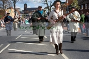 reinactors-dressed-in-period-costume-representing-an-IRA-flying-column-marching-on-Easter-Sunday-at-the-Easter-Rising-Commemoration-Falls-Road-Belfast-Northern-Ireland-UK