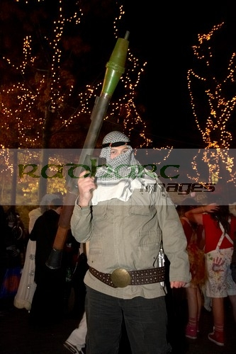 man-dressed-as-an-al-qaida-al_qaeda-terrorist-with-RPG-rocket-launcher-Halloween-Derry-Ireland