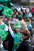 young-girl-in-fancy-dress-irish-costume-waving-flag-in-the-crowd-at-the-concert-carnival-in-custom-house-square-on-st-patricks-day-belfast-northern-ireland