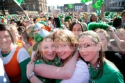 young-teenage-irish-girls-at-the-front-the-crowd-at-the-st-patricks-day-concert-carnival-in-custom-house-square-belfast-northern-ireland