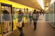passengers-boarding-moden-ubahn-train-at-u_bahn-station-Berlin-Germany
