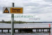 danger-deep-water-sign-on-the-jetty-at-coney-island-lough-neagh-northern-ireland-uk
