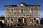 ederney-market-house-now-the-town-hall-with-its-still-working-clock-county-fermanagh-northern-ireland-uk-one-number-remaining-market-houses-throughout-ireland