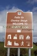 brown-tourist-welcome-to-county-sligo-bilingual-irish-gaelic-english-road-sign-signpost-republic-ireland