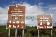brown-tourist-welcome-to-county-sligo-inishcrone-bilingual-irish-gaelic-english-road-sign-signpost-republic-ireland