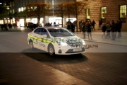 garda-siochana-patrol-car-driving-along-oconnell-street-at-night-dublin-republic-ireland