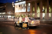 female-shoppers-get-into-taxi-on-oconnell-street-dublin-republic-ireland