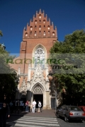 tourists-outside-the-dominican-church-monastery-church-the-holy-trinity-in-the-old-town-krakow