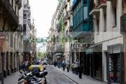 carrer-nou-la-rambla-narrow-street-el-raval-ciutat-vella-barcelona-catalonia-spain