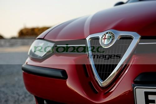 badge and grille of Alfa Romeo 156